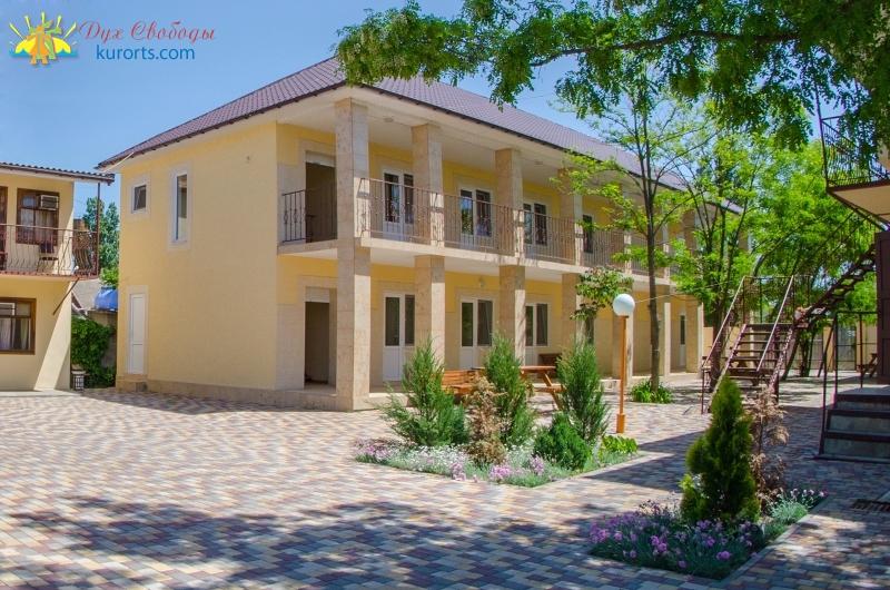 Гостьовий будинок Приморська 25 в Затоці