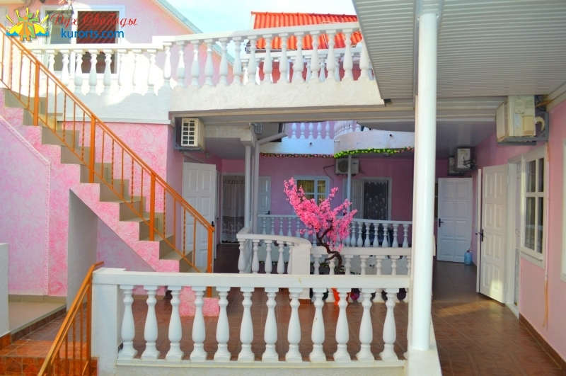 Pink house Затока Южанка 120