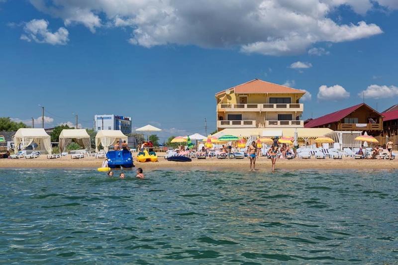 Курорт Грибівка готель Річард вигляд з моря фото