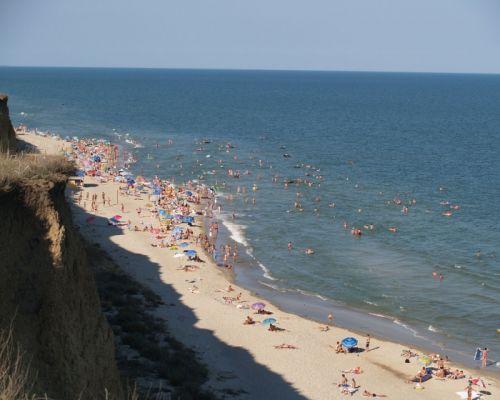 Селище Курортне пляж вигляд на море зі схилів фото