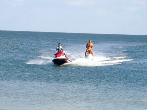 Водные развлечения - скутера бананы фото