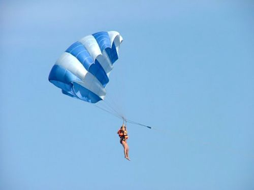 Полет над морем в Затоке на парашюте фото