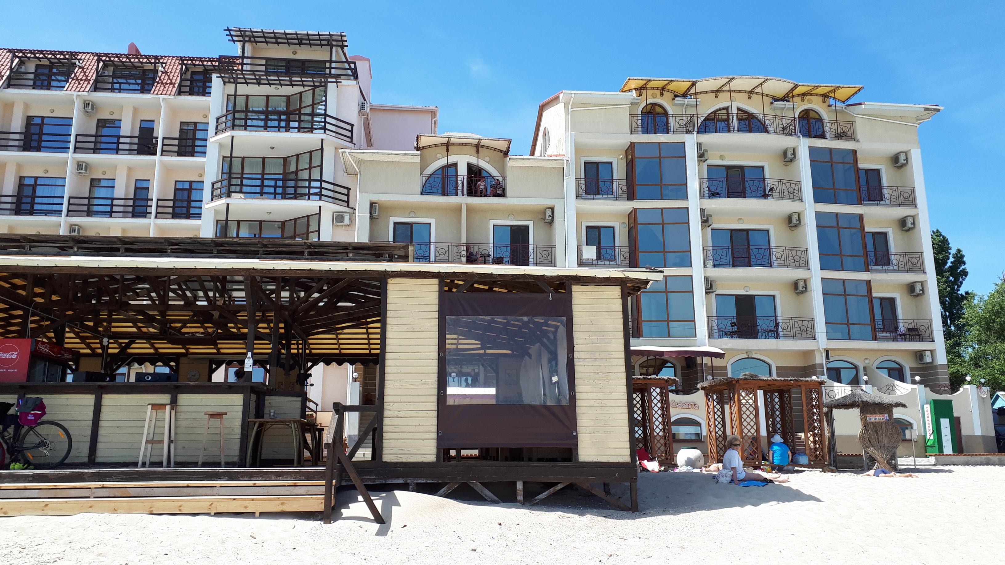 Отель Виктория и кафе Водограй Затока центральный пляж фото