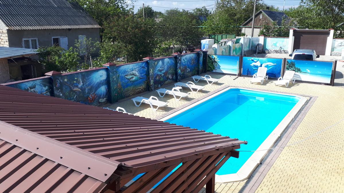 Бассейн и зона отдыха мини-отеля на Садовой в частном секторе Каролино-Бугаза фото