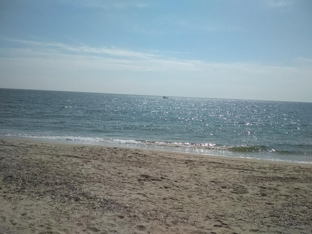 Пляж курорта Затока центр 11 апреля солнечно фото