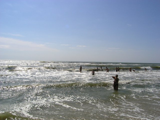 Черное море в Затоке лето люди купаются фото