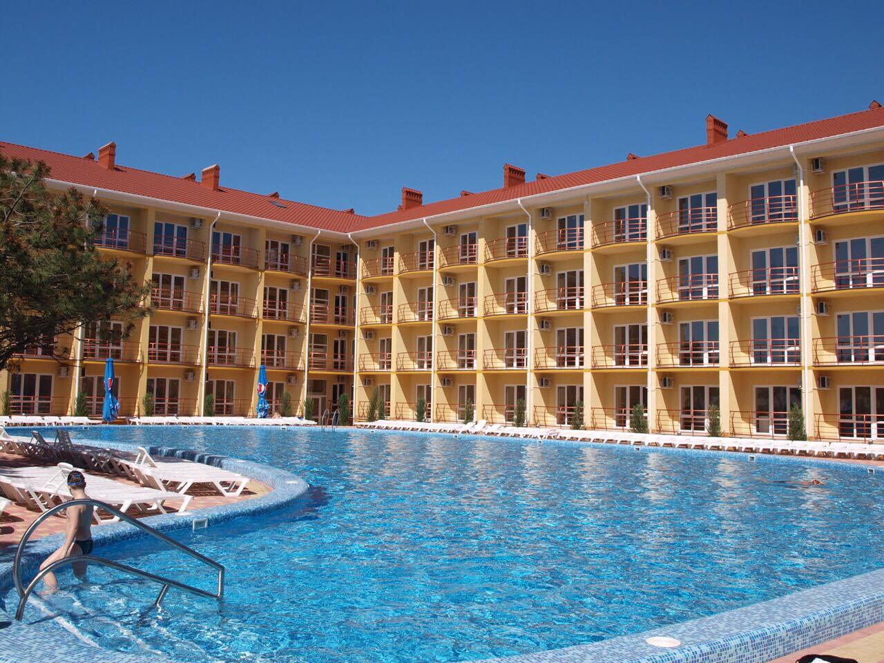 Пансионат Бриз де Люкс Каролино-Бугаз бассейн и отель фото