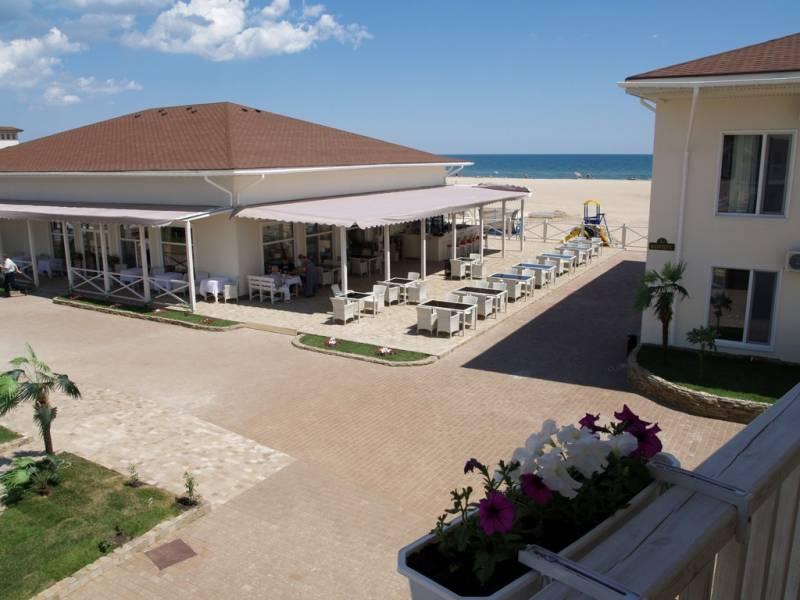 Каролино-бгаз отель в первой линии моря фото